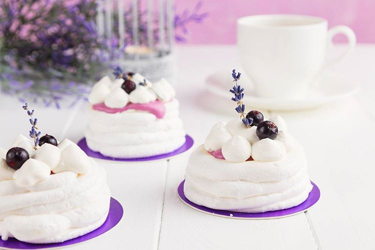 Good morning!  #morning #happiness #happyday #currant #cake #meringue #pretty #alyakaofficial