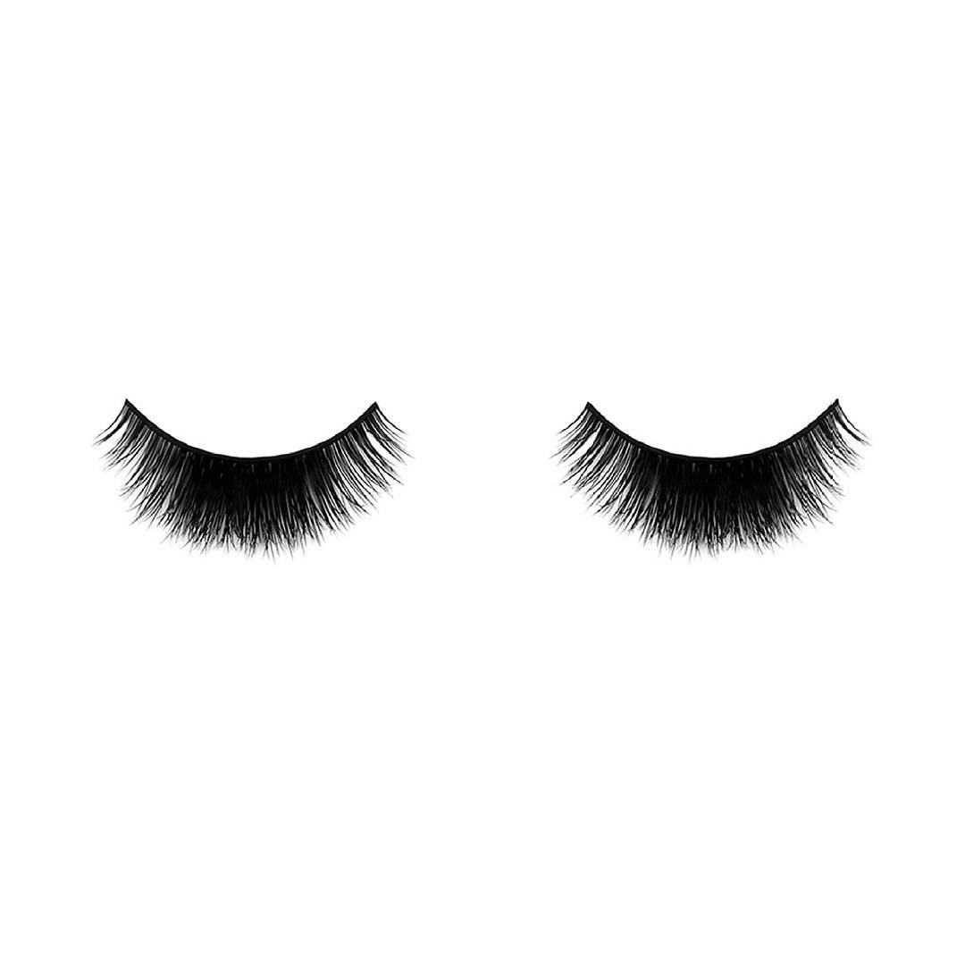 Velour's Lash Loose Ends is a natural black lash made from mink hair and comes in 8-15mm sizing. Very similar in thickness to Velour's Lash Guilty!❤❤❤ Lashaholic, this lash is only thick in the center of the lash, while both ends are thinner. Focusing and creating a thick rounded eye for your makeup look.?? Let's get rid of those loose ends in our lives!??? Check this out http://bit.ly/2xd4Vmk Worldwide? Delivery and free shipping? available! . . . #makeup #eyelashes #eyes #eyemakeup #lashes #eyelook #beauty #hudabeauty #motd #highlight #instabeauty #mua #ilovemakeup #instabeauty #beautyblogger #style #ootd #london #UK #wakeupandmakeup #shopping #makeupproducts #lifestyle #makeuplover #makeupforever #makeupbyme #girl #naturalmakeup #makeupblogger #alyakaofficial