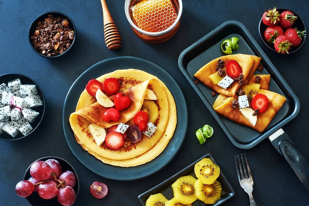 Happy weekend! #Delicious #breakfast #homemade #crepes  #strawberries #honey #chocolate #fruit  #yummy  #weekend #alyaka #alyakaofficial